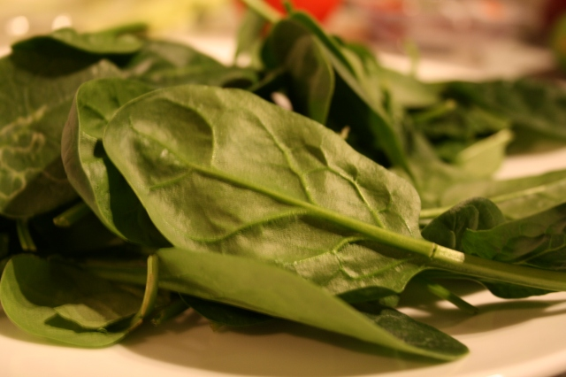 Put the spinach on a plate