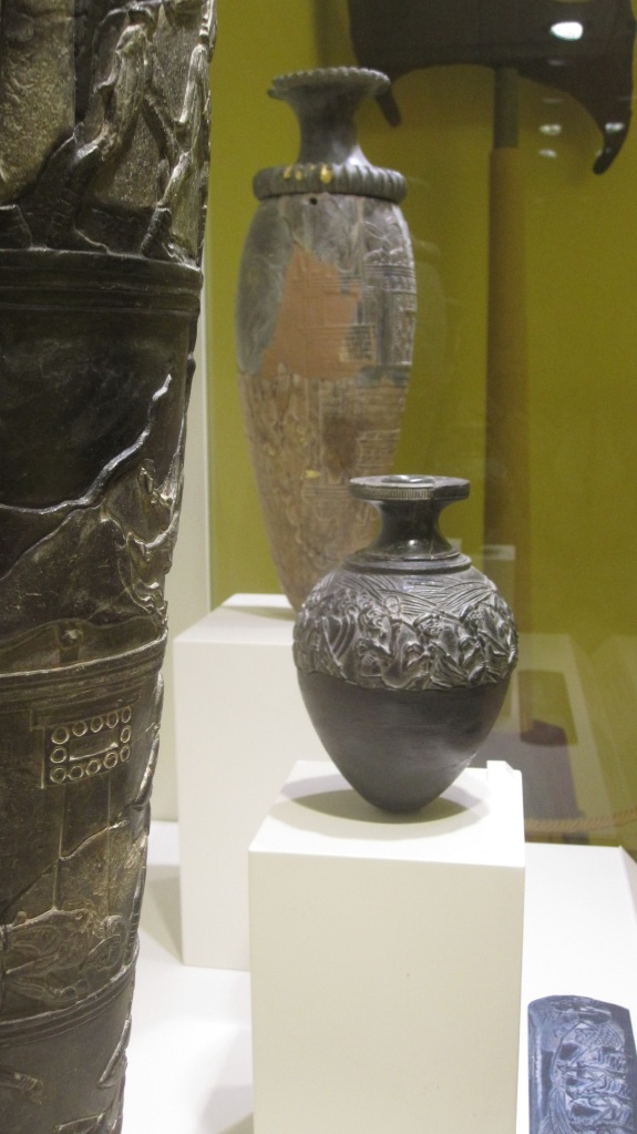You sort of have to go look at old stuff when in Greece - this ones are about 3000 years old vases.